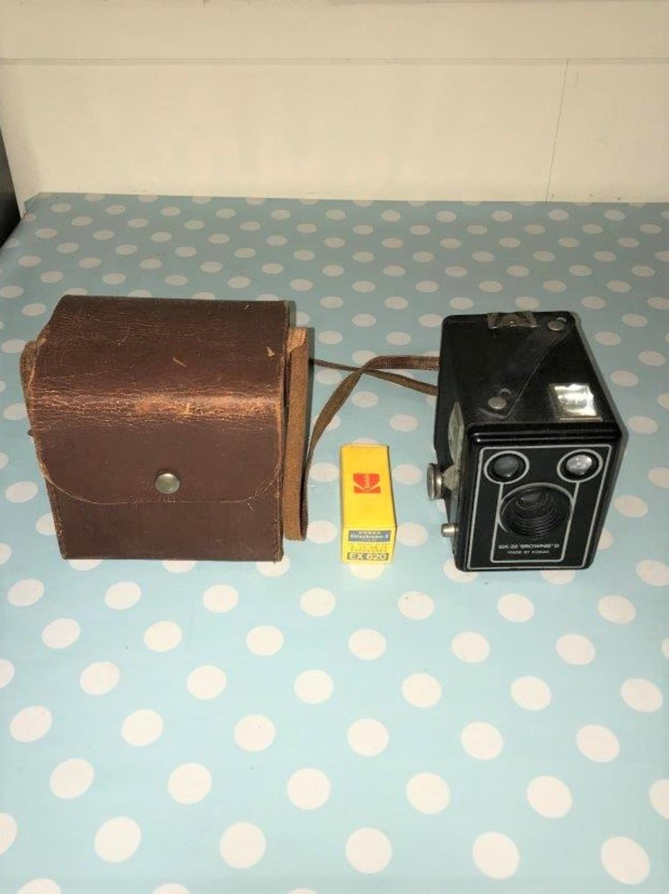 Camera Six-20 Brownie D