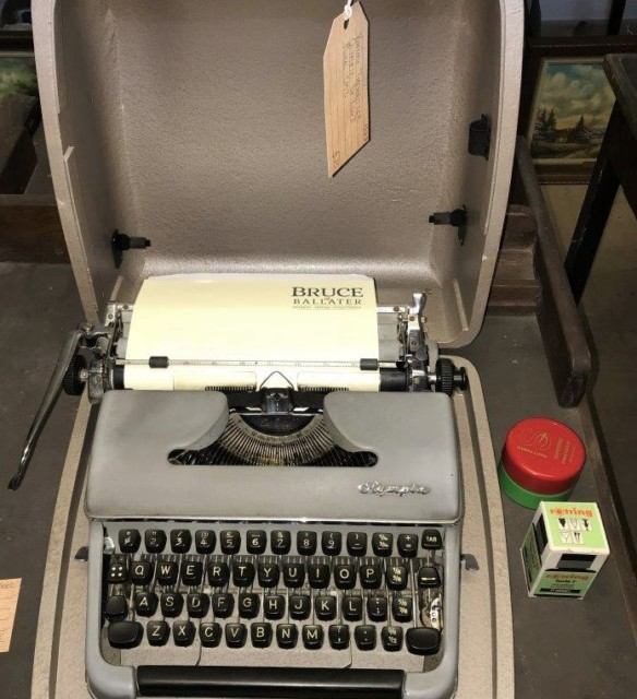 Portable Typewriter Olympia De Luxe