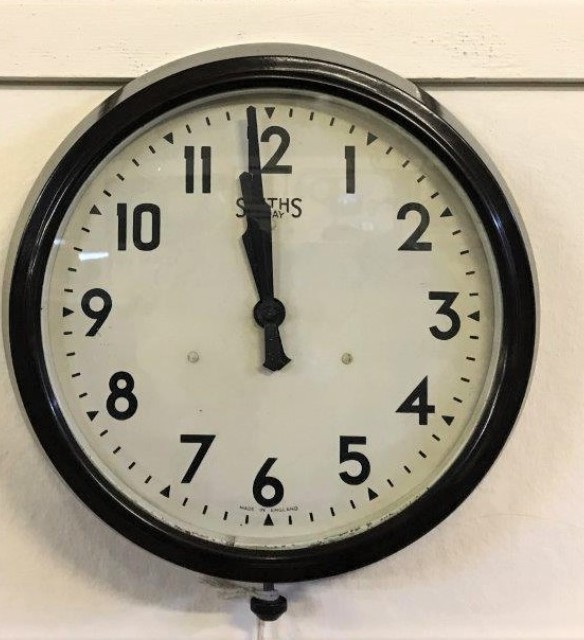 Smiths 8 Day Bakelite Wall Clock